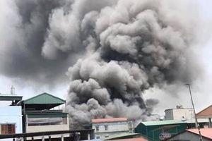 6 xưởng gỗ bốc cháy ngùn ngụt giữa trưa