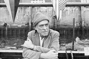 Nhà thơ khu ổ chuột nổi danh nhưng bị giới phê bình ghẻ lạnh