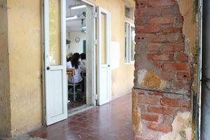 Nơi học sinh vừa học vừa lo trường sập ở Hà Nội