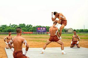 Lính Trung Quốc trầm trồ khi lần đầu 'nếm thử' Muay Thái