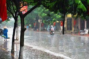 Mệt nhoài trong đợt nắng nóng đầu tiên, Hà Nội bao giờ xuất hiện mưa dông?