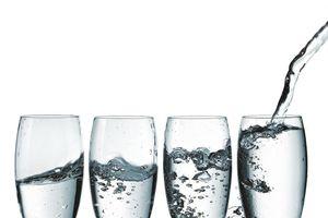 Nên uống bao nhiêu lít nước mỗi ngày?