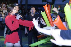 Hàng chục ngàn Teen Hà Thành 'quẩy tung' đêm nhạc Phố Hàng Nóng