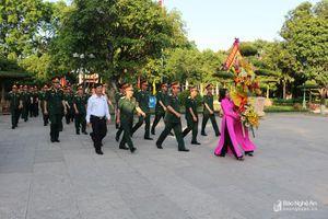 Bộ Tư lệnh Quân khu 4 dâng hoa, dâng hương tưởng niệm Chủ tịch Hồ Chí Minh