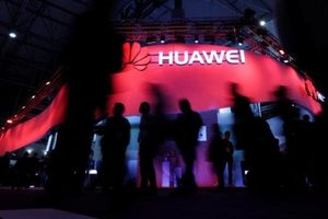 Mỹ tung đòn cấm vận: Doanh số trăm tỉ của Huawei bị đe dọa