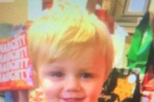 Bé trai 2 tuổi được phát hiện đang ăn bánh quy và uống nước táo cạnh vách đá sau 5 ngày mất tích