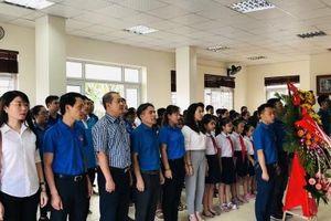 Tuổi trẻ Hoàng Mai dâng hương tưởng niệm nhân dịp kỷ niệm 129 năm ngày sinh Chủ tịch Hồ Chí Minh