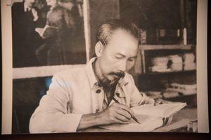 Chiêm ngưỡng gần 200 tài liệu, hiện vật quý về Chủ tịch Hồ Chí Minh