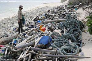 Choáng vàng hình ảnh 414 triệu mảnh rác chất đống trên quần đảo xinh đẹp