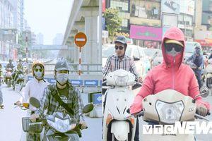 Người Hà Nội hóa trang thành 'ninja' tránh nắng nóng 45 độ C