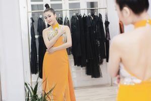 Người đẹp xứ Thanh mang 50kg trang phục tham dự LHP Cannes