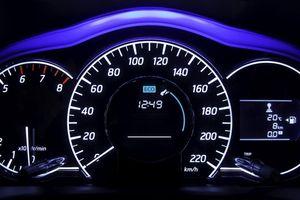 Ôtô có thể đạt tốc độ tối đa theo đồng hồ xe hay không?