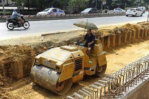 Những người làm việc dưới nắng nóng 40 độ C