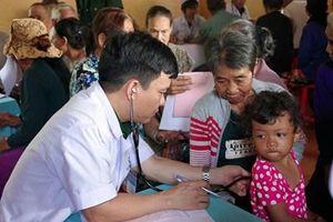 Binh đoàn 16 khám bệnh, cấp phát thuốc và tặng quà cho đồng bào nghèo