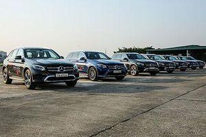 Cầm lái dàn xe sang đắt tiền của Mercedes-Benz tại Hà Nội