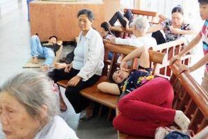 Hà Nội: Người dân gồng mình chịu nắng nóng