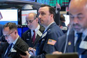 Nỗi lo thương mại gia tăng, chứng khoán Mỹ giảm điểm