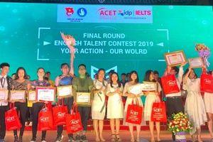 Học sinh, sinh viên Hà Nội nói tiếng Anh 'như gió'