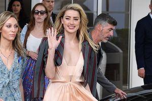 Vợ cũ Johnny Depp trắng nõn nà, sải bước quyến rũ trên thảm đỏ Cannes