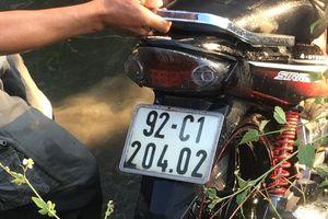 Nam thanh niên lao xe máy xuống mương nước tử vong