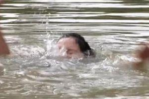 Bé trai 4 tuổi đuối nước thương tâm