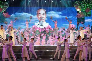 Chương trình nghệ thuật kỷ niệm 129 năm Ngày sinh của Chủ tịch Hồ Chí Minh