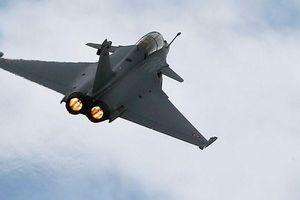 Bảy tiêm kích Pháp hạ cánh khẩn cấp ở Indonesia