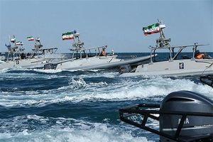 Iran cảnh báo: 'Tên lửa chúng tôi có thể khoan thủng tàu Mỹ'