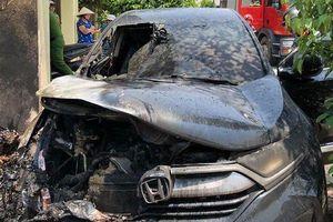 Nam Định: Xế hộp tiền tỷ bốc cháy giữa lúc nắng nóng