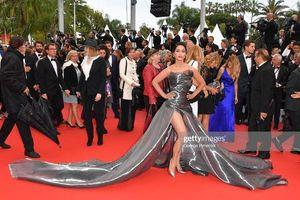 Đến thảm đỏ Cannes 2019 còn sở hữu những thảm họa tạo dáng lố lăng phản cảm