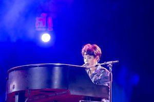 Các fan 'tá hỏa' khi Sơn Tùng M-TP… khoe hình xăm kín 2 tay trong đêm nhạc tại Hà Nội