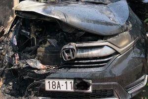 Nam Định: Ô tô tiền tỷ bỗng dưng phát nổ, bốc cháy ngùn ngụt giữa trưa nắng