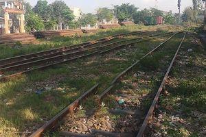 Băng qua đường sắt thiếu quan sát, nam thanh niên bị tàu SE1 tông chết