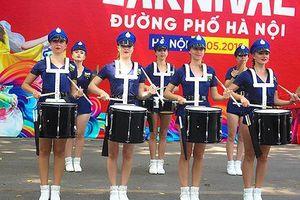 Tận mắt chiêm ngưỡng những vũ điệu Carnival nóng bỏng tại phố đi bộ Hà Nội