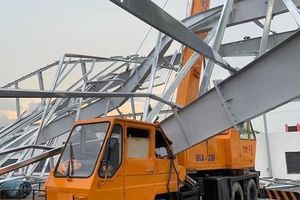 Bình Dương: Nhà xưởng bằng thép đổ sập, 4 người thương vong