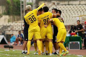 Đồng Tháp thua trận thứ 3 liên tiếp, Hà Tĩnh lên nhì bảng