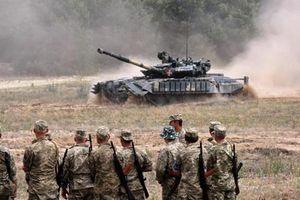Nhập khẩu cả trăm tấn vũ khí Liên Xô: Ukraine giở trò gì?