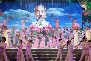 'Hồ Chí Minh đẹp nhất tên Người'