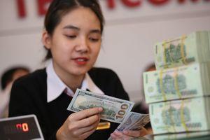 Ngân hàng tăng giá USD lên đỉnh