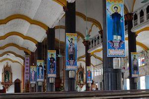 Giám mục Bùi Chu cho biết nhà thờ nghiêng 15 độ, lún hơn 70 cm