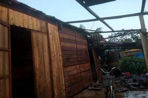 Lốc xoáy thổi tốc mái gần 100 ngôi nhà ở Hà Tĩnh