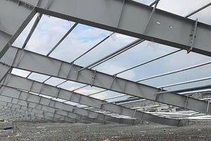 Bình Dương: Sập khung nhà xưởng, bốn công nhân thương vong