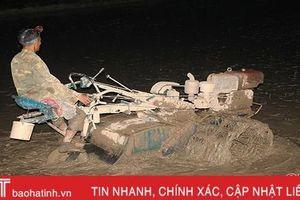 Nước về đồng, nông dân Can Lộc hối hả làm đất, sản xuất lúa hè thu