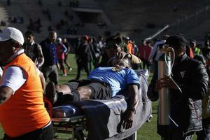 Trọng tài đổ gục xuống sân và thiệt mạng khi đang điều khiển trận đấu