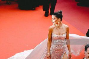 Đỏ mặt với thời trang 'lố', khoe vòng một trên thảm đỏ Cannes 2019 ngày 6
