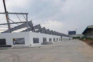 Khung nhà xưởng nặng hàng chục tấn bị sập đè 4 người thương vong
