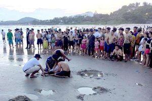 Tắm biển 5 học sinh đuối nước, 2 em tử vong