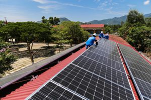 EVNCPC ký hợp đồng mua điện mặt trời áp mái với 407 khách hàng