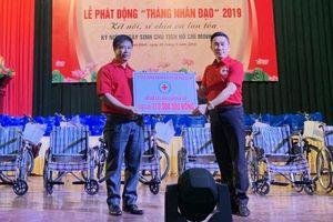 Trao hàng trăm suất quà cho người khó khăn tại Nam Định