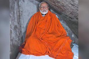 Thủ tướng Ấn độ bị chế giễu vì tu thiền mà như trong khách sạn